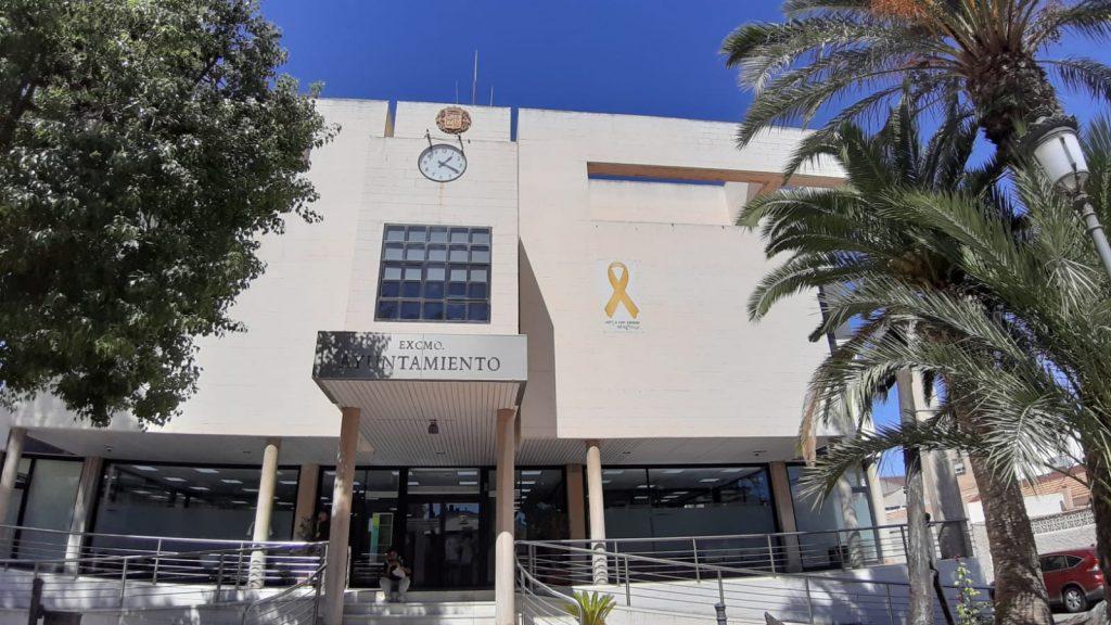 El Hospital Universitario Virgen de la Arrixaca y el Ayuntamiento de San Pedro del Pinatar se suman a la campaña #EnciendeLaEsperanza.